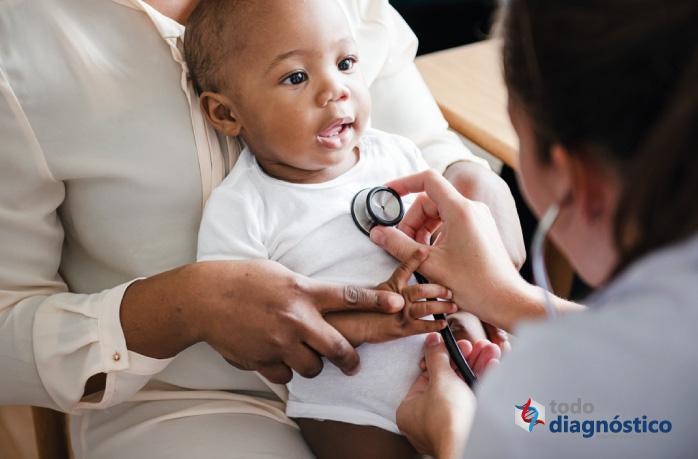 Bebé en consulta médica