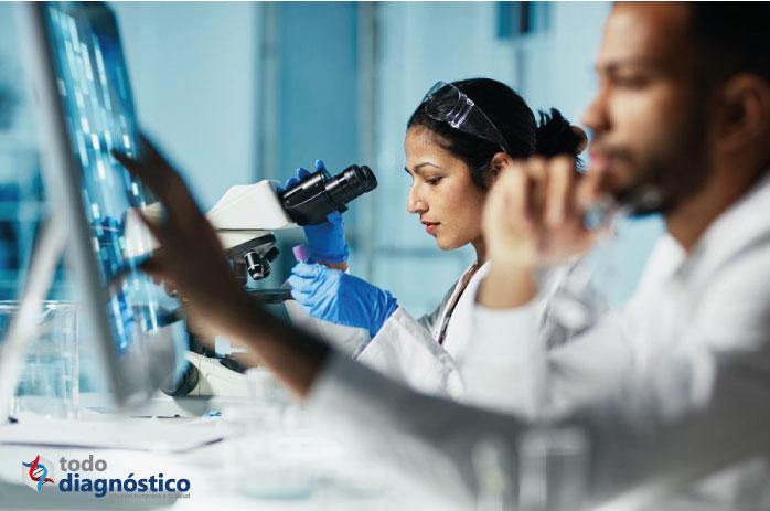 Científicos investigando nuevo coronavirus: desarrollo de pruebas de diagnóstico para el Covid-19
