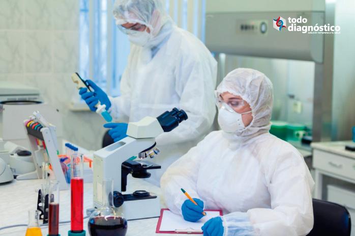 Científicos estudiando el SARS-CoV-2: relevancia de los inmunoensayos del nuevo coronavirus